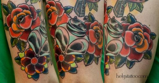 old school neo traditional tattoo inkwell inkstand inkpot ink-bottle цветная тату на руке цветы татуировка в традиционном стиле