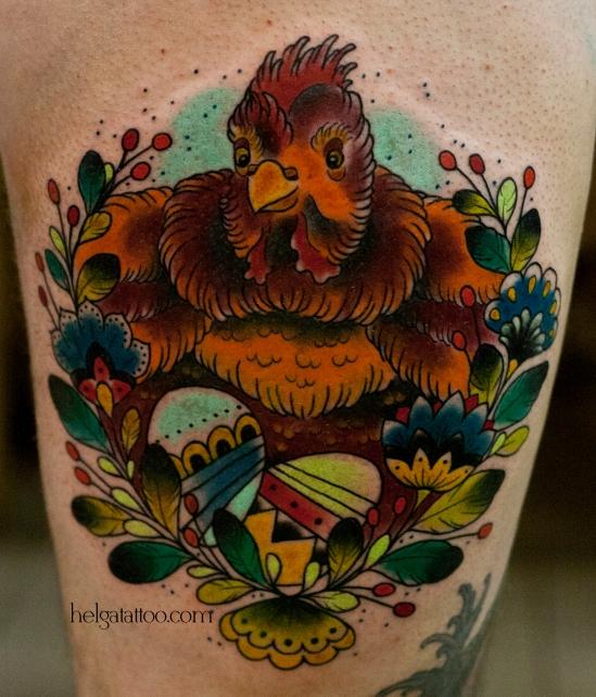 old school neo traditional tattoo chicken  eggs flowers цветная тату на ноге на бедре татуировка в традиционном стиле яйца цветы венок животные