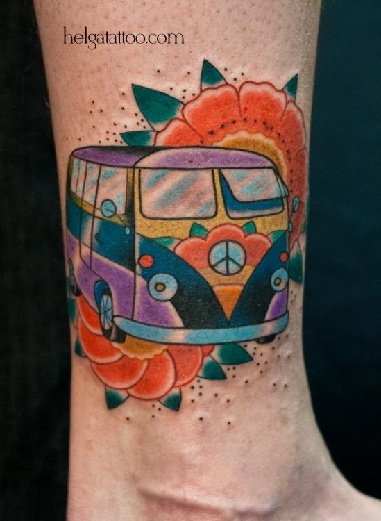 old school neo traditional tattoo цветная тату автобус цветы хиппи татуировка в традиционном стиле cover up перекрытие некачественной старой татуировки портаков в Санкт-Петербурге