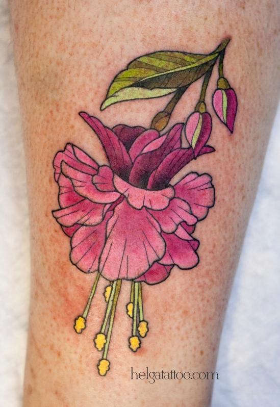 old school neo traditional tattoo flower цветная тату на ноге цветок  татуировка в традиционном стиле  олд скул в Питере в Санкт-Петербурге