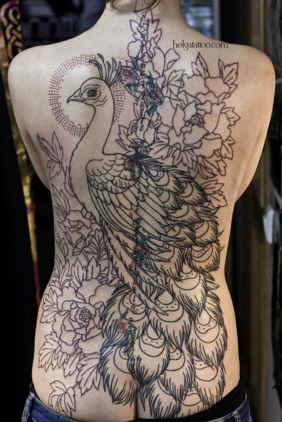old school neo traditional tattoo peony peacock tatuaje pavo real peonía цветная тату на спине татуировка в традиционном стиле  олд скул  в Санкт-Петербурге cover up перекрытие некачественной старой татуировки портаков