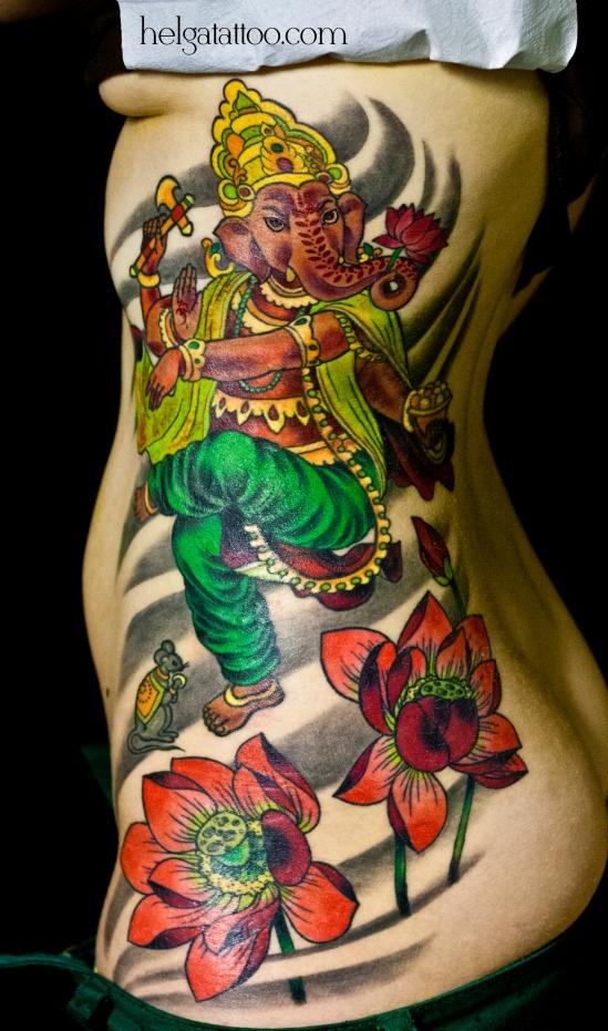 цветная татуировка лотос цветок индийское божество бог ориентальная тату на боку oriental traditional tattoo flower lotus flor  tatuaje loto тату в традиционном стиле традиция олд скул традишнл