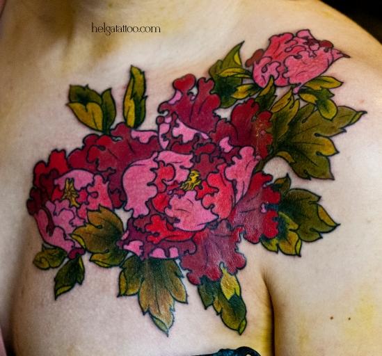 pink peony peonia rosa oriental old school neo traditional tattoo tatuaje тату в традиционном стиле традиция малиновый цветок цветы бутон олд скул традишнл японская татуировка в Санкт-Петербурге