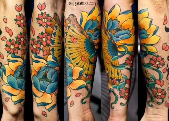 сакура ленты цветы женская романтичная татуировка ventilador fan lotus loto sakura лотос flower flor girl romantic old school neo traditional tattoo tatuaje тату в традиционном стиле традиция олд скул традишнл   цветная татуировка в Санкт-Петербурге