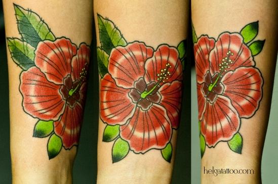 гибискус flower flor hibisco old school neo traditional tattoo tatuaje тату в традиционном стиле традиция олд скул традишнл   цветная татуировка  в Санкт-Петербурге