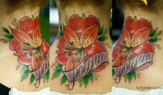 alstroemeria flower flor old school neo traditional tattoo tatuaje необычный красивыйцветок имя дочки лента beautiful Polina Полина Polly тату в традиционном стиле традиция олд скул традишнл   цветная татуировка  в Санкт-Петербурге
