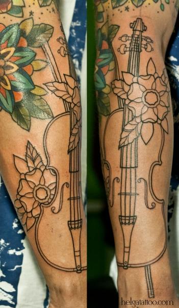 скрипка old school neo traditional tattoo tatuaje music instrument тату в традиционном стиле традиция олд скул традишнл   цветная татуировка  в Санкт-Петербурге