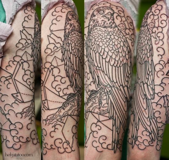 сокол falcon origami old school neo traditional tattoo tatuaje тату в традиционном стиле традиция олд скул традишнл  оригами птица облака bird цветная татуировка  в Санкт-Петербурге