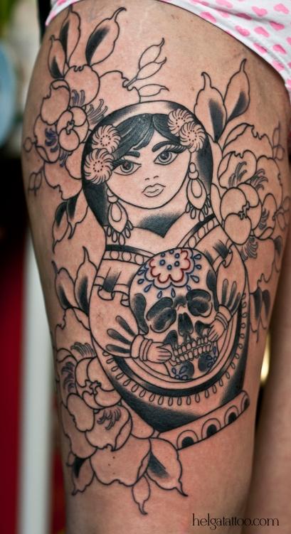 old school neo traditional tattoo tatuaje matrioshka тату в традиционном стиле традиция олд скул традишнл  матрешка russian doll mexican scull череп мексика цветная татуировка  в Санкт-Петербурге