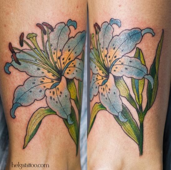 old school neo traditional tattoo tatuaje изысканный нежный голубой цветок flower тату в традиционном стиле традиция олд скул традишнл   цветная татуировка  в Санкт-Петербурге