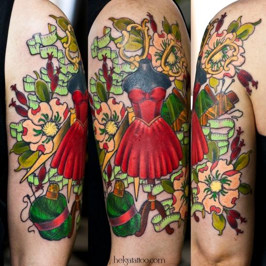 old school neo traditional tattoo flowers threads scissors tijeras temas vestido rojo red dress mannequin цветы ножницы швейные винтаж ретро старинные нитки мягкий метр иголки наперсток платье красное tatuaje maniquí тату в традиционном стиле традиция олд скул традишнл   цветная татуировка  в Санкт-Петербурге