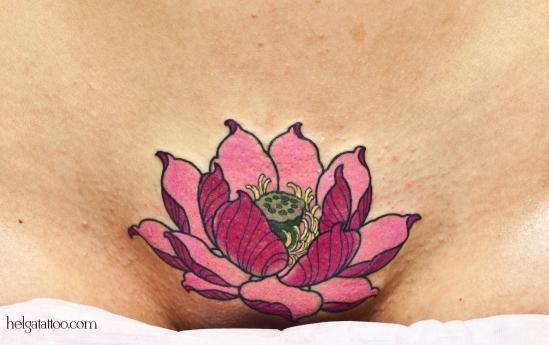 old school neo traditional tattoo flower girl loto lotus indian asian east pink tatuaje тату в традиционном стиле традиция олд скул традишнл   цветная татуировка  в Санкт-Петербурге