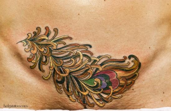 перышко old school neo traditional girl tattoo перо жарптицы  tatuaje тату на шраме в традиционном стиле традиция олд скул традишнл  feather pluma цветная татуировка  в Санкт-Петербурге